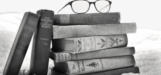 книги на столе, очки