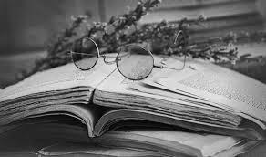книга и очки, пейзаж