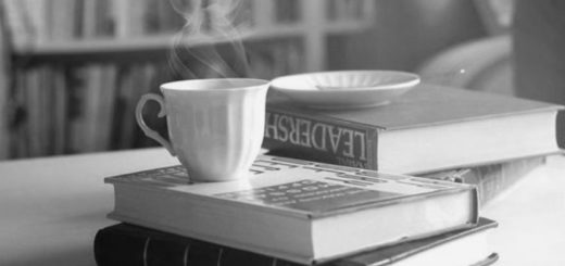 книги и чашка кофе
