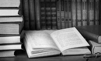 книга на столе, обучение