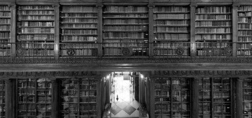 огромная старинная библиотека