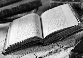 книга и очки, умное хобби