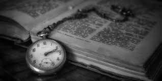 книга и часы, красивое фото