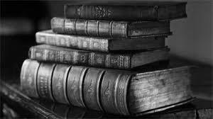 книги в старинных переплетах