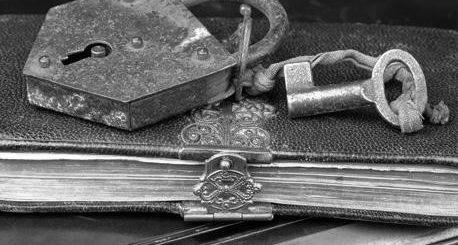 книга под замком, тайна, секрет