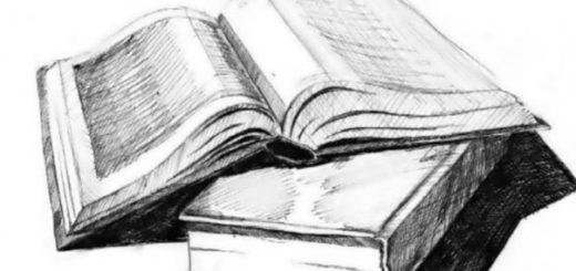 книги на столе, раскрытая книга