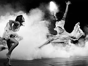 танец на фото