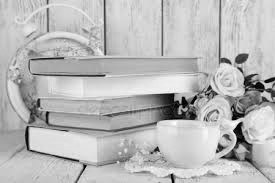 книги, кофе, цветы - натюрморт