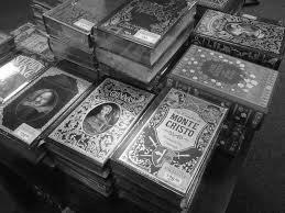 стопки красивых книг