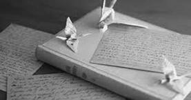 книги и бумажные фигурки