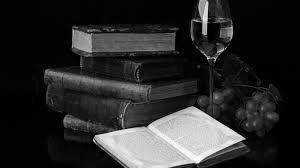 книги и бокал вина