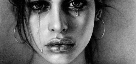 человек плачет